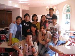 公司外派学生在学校聚会时合影-鑫泉员工看望在美留学生 图