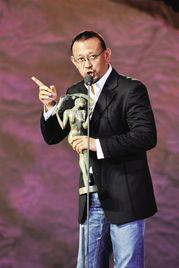 姜文颁奖现场偷拍徐帆 称电影成就了今天的自己