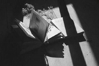 黑色的悲伤-简单的黑白伤感图片 你喜欢的未必适合你