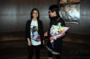 ...晚,蒋雯丽包场招待亲友观看《最爱》,怀有身孕的罗海琼、刘桦...