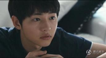 宋仲基在这部电影中饰演一个高中生.他和自己女朋友与其他两对情侣...