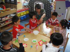 ... 记松江区人乐幼儿园小班幼儿制作大红花活动 -人乐幼儿园