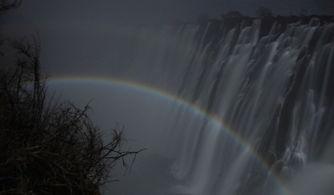 黑暗大美-...大瀑布黑夜出现美丽彩虹