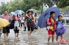 千曲之袭城雨- 6月8日,广西桂林市全州县全州镇城北完小紧急疏散学生.当日,全...