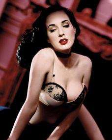 钢管舞娘珍妮佛提莉-脱衣舞娘 蒂塔 巨乳