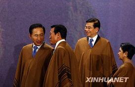 ...1月23日,在秘鲁首都利马,韩国总统李明博(左一)、日本首相麻...