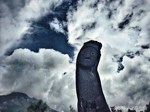 成千上万尊图腾木雕竖立于玉龙雪山山脚下,东巴拥有属于自己的古...