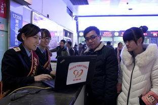 西安火车站售票大厅,亲情服务台... 信息平台,旅客可通过手机下载客...