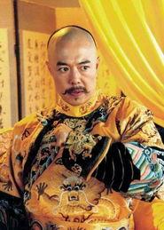 夕阳帅老头宝刀未老-张铁林:现在可是出了名的皇帝专业户,那两撇胡子的风情在还珠中还...