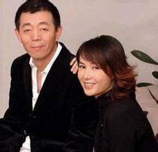 蒋雯丽1999年凭借《牵手》夺得第19届中国电视剧飞天奖最佳女演员...