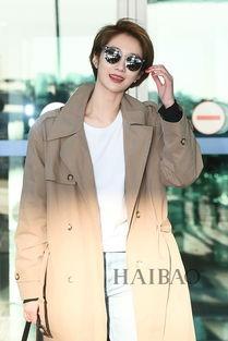 ...日韩国仁川机场街拍 身着Instantfunk风衣时髦出境
