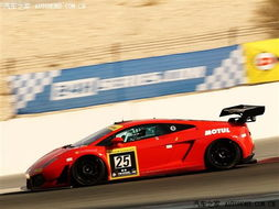 端加装了更大的分离器和双层扰流片(GT3规格的赛车上都有该部件)...