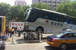 车祸现场(资料图)-北京大客车追尾致民警遇难追踪 客车可能没刹车