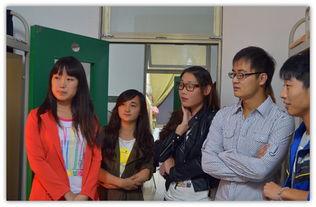 、团总支副书记曾博、邢会林等详细询问了新生到校后对环境的适应状...