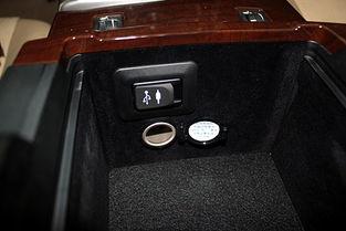 新添置的AUX音频输入接口、USB接口及12V电源接口,可外接音频播...