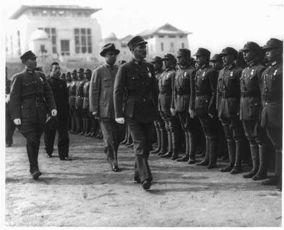 ...蒋介石视察军官训练团.-抗战初期日本女间谍刺杀蒋介石案始末