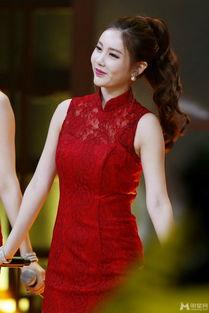 ...组合成员李居丽性感镂空红色牡丹旗袍惊艳湖南卫视 天天向上