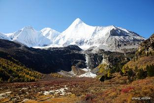 ...三神山的南峰,传说中文殊菩萨的化身,海拔5958米-深秋的甘孜央...