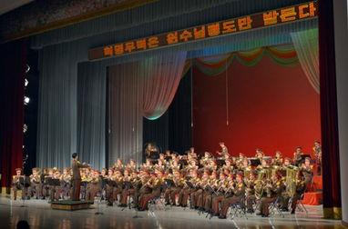 朝鲜最高领导人金正恩日前观看并指导朝鲜人民军军乐团演奏会.图片...