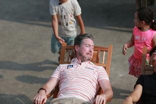 美女坐老虎凳视频-爸爸去哪儿3 今晚提前播出 老爸集体 受刑 表情 销魂