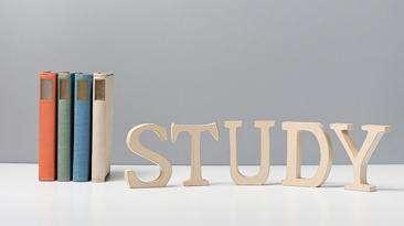 高考英语作文万能句子开头和结尾 经典句型套用即可高考英语作文是大...