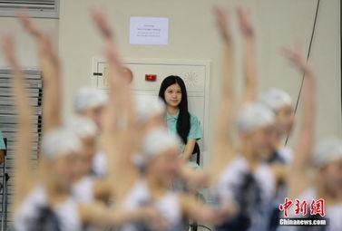 朝鲜花游队仁川训练 泳装美女惹日本教练关注