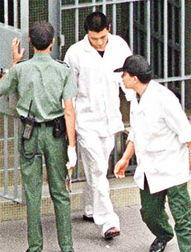 免播放器情色-据香港媒体报道,在拘留所度过第六日牢狱生涯的   谢霆锋   ,父母谢...