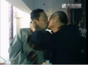 中国首对同性恋老人网晒婚纱照 亲密接吻大秀恩爱 图