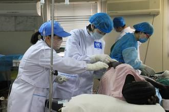 护士接生时意外生产