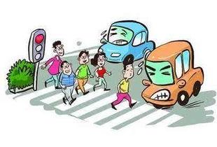 女子横穿马路被制止 发朋友圈骂交警被拘