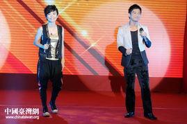 """...知名歌手许飞、李小千在""""两岸大交流--你我共参与""""网络作品大赛..."""
