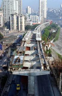 2003年10月底,轨道梁架设将全线完成,2004年6月底,一期工程将建...