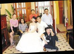 """陈数夫妇和""""主创""""团队-陈数和未婚夫"""