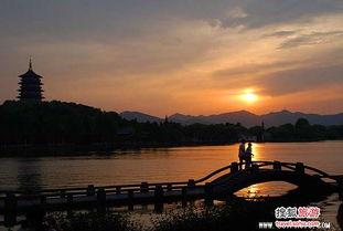 2、杭州:白娘子许仙情断断桥 许仙与白娘子的故事总与西湖、断...