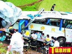 深圳,号牌为粤MX2412的大巴在行经河惠高速博罗村