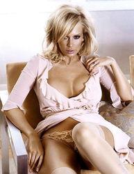 色情女星Jenna Jameson携子上 W 封面