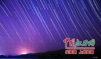 星星的轨迹 夏季夜晚云层较薄 非常适合摄影创作