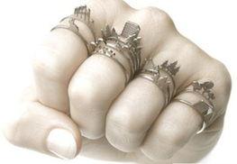 震动器体罚女生塞冰块-女子防狼利器――带刺的戒指.-全球女性 防狼 犀利招数 组图