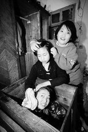 ...岁女孩照顾脑瘫姐姐六年 成绩年级前两名