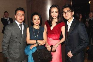 陈数夫妇与王中磊夫妇-陈数出席杂志颁奖晚宴 红色礼服显高端品位