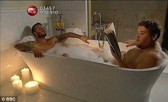 偷玩睡觉帅哥-贝克汉姆与肥男同浴共睡玩断背 柯登偷吻万人迷