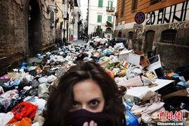 ...不勒斯遭遇垃圾围城 政府动用军队清扫