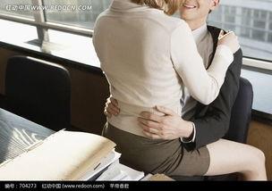 办公室中正在亲热的男人和女人图片免费下载 红动网