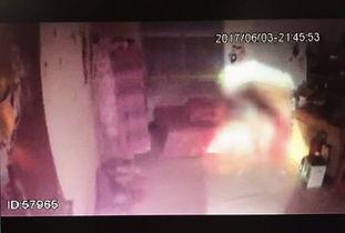 经刑警大队法医鉴定,受害人刘某系机械性窒息死亡.   同事报警:女...