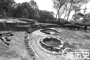 ...形制不同的古代墓葬,现场犹如一个小型的