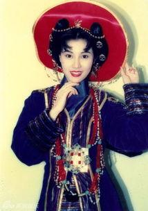 ...但她却以独特的个人魅力和出众的外貌获得人们的喜爱和追捧.-45岁...