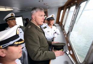 美利坚黄网-...008年4月,美国海军陆战队司令詹姆斯.康威上将(中)参观中国军舰...