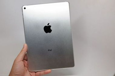 Pad Air模型清晰上手图,据外媒透露这些机模同此前iPhone 6的机模...