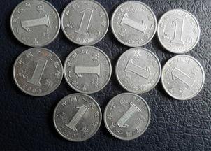 儿买馒头,拿了10枚1角硬币,馒头摊儿老板竟然拒收.