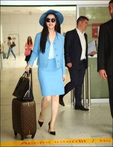 范冰冰机场照平胸真相 女星红毯乳沟全靠挤